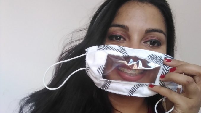 Novosađanka klavir zamenila singericom kako bi šila i poklanjala maske gluvonemima 7