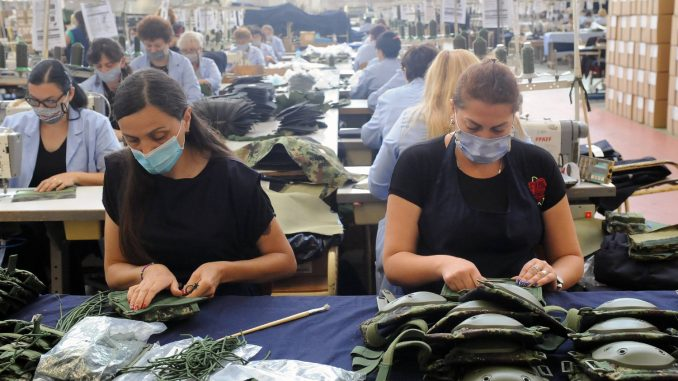 Mladi rade za 440 evra, priželjkuju 800 4