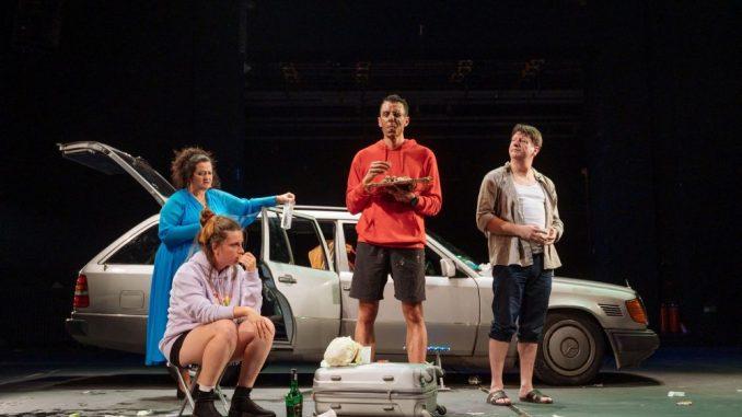 "Predstava ""Šesti oktobar (priča o jednom letovanju)"" 6. oktobra na sceni Narodnog pozorišta Niš 4"