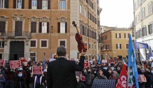 U Firenci okršaji između demonstranata i policije zbog novih mera oko korone 8