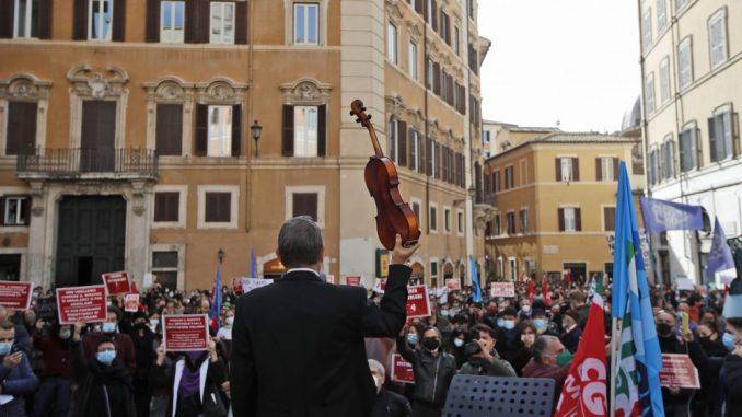 U Firenci okršaji između demonstranata i policije zbog novih mera oko korone 3