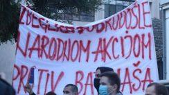 Skup protiv migranata i kontraskup u Beogradu, dve strane razdvajala policija (FOTO) 4