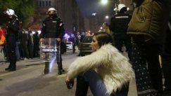 Skup protiv migranata i kontraskup u Beogradu, dve strane razdvajala policija (FOTO) 5