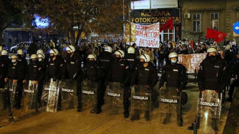Skup protiv migranata i kontraskup u Beogradu, dve strane razdvajala policija (FOTO) 1