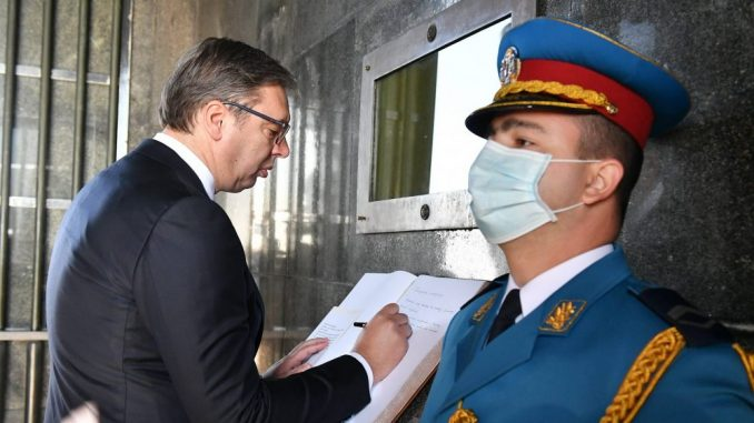 Vučić položio venac na spomenik Neznanom junaku: Besmrtni junaci, hvala za slobodu 4