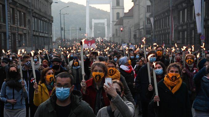 Protest hiljade studenata u Mađarskoj, traže akademsku slobodu 1