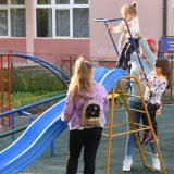 Mozzart obradovao najmlađe Vrčince igralištem u porti crkve 1