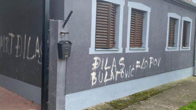 Stojković: Prekrečeni grafiti mržnje na kući Bulatovića, solidarnost protiv mržnje 1