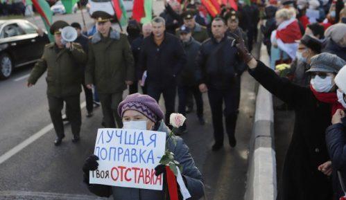 Oko 3.000 penzionera ponovo demonstriralo protiv Lukašenka, održan i kontra-miting 15