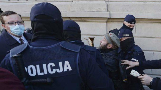 Poljaci protestovali u crkvama zbog zabrane abortusa 3