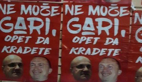 U Novom Sadu izlepljeni novi plakati protiv Novakovića i Pajtića (FOTO/VIDEO) 6