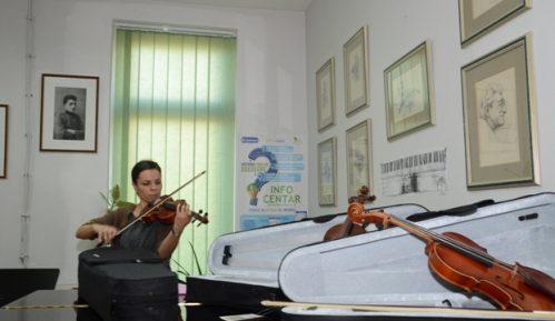 Muzičkoj školi u Velikom Gradištu poklonjene tri violine Jana Nemčeka 26