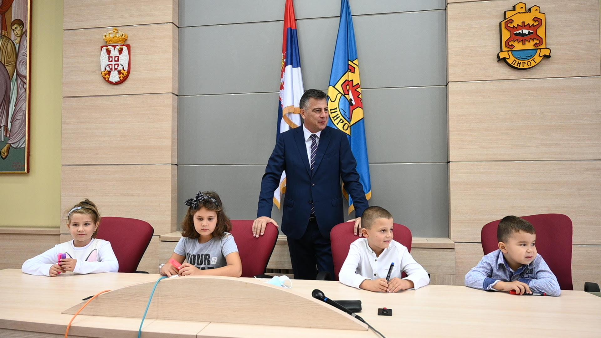 """Prijemom kod gradonačelnika počela """"Dečija nedelja"""" u Pirotu 1"""