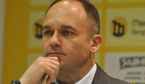 Vuletić (GDF): Vandalski i fašistički napad na novinara Dinka Gruhonjića i njegovu porodicu 3