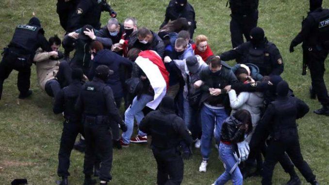 Stotine uhapšene na protestima u Belorusiji 4
