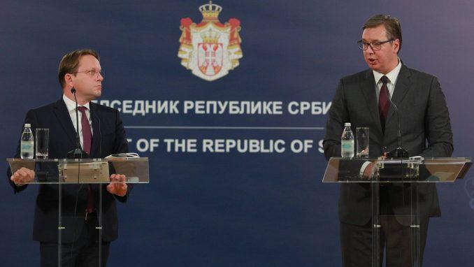 Vučić: Prihvatio sam kritike Verhejija zbog funkcionerske kampanje 2
