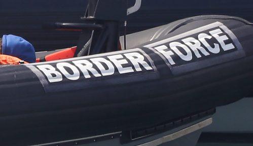 Najmanje četvoro migranata poginulo u prevrtanju čamca na Lamanšu 11