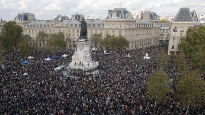 Nekoliko hiljada ljudi u Parizu odalo poštu ubijenom prosvetnom radniku 2