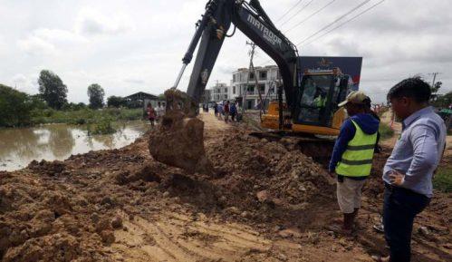 Više od 10.000 ljudi evakuisano u Kambodži zbog poplava 8