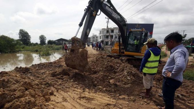Više od 10.000 ljudi evakuisano u Kambodži zbog poplava 4