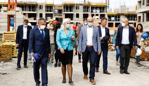 Mihajlović i Vučević obišli gradilište stanova za pripadnike snaga bezbednosti u Novom Sadu 9