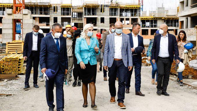 Mihajlović i Vučević obišli gradilište stanova za pripadnike snaga bezbednosti u Novom Sadu 2