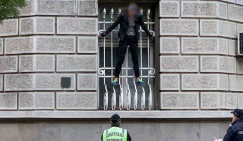 Devojka sišla sa prozora Predsedništva Srbije 15