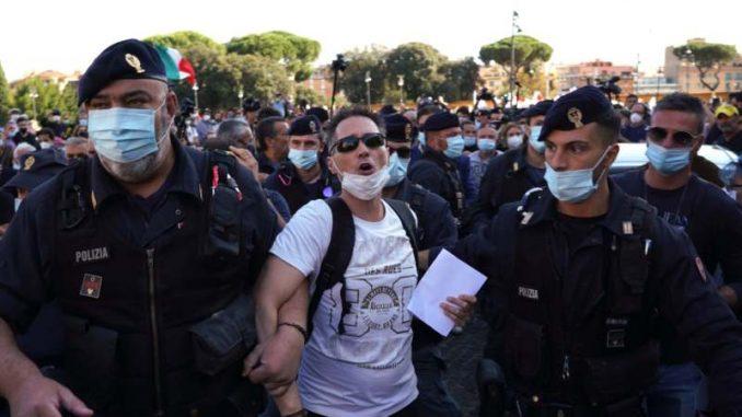 U Rimu u isto vreme dva protesta protiv nošenja zaštitnih maski 3