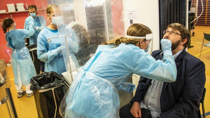 U Češkoj policijski čas i ponovo preko 15.000 novozaraženih korona virusom 3