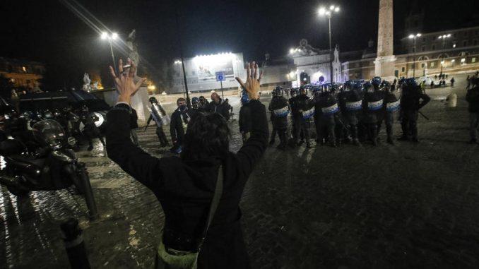 Novi nasilan protest u Rimu zbog mera protiv korona virusa 1