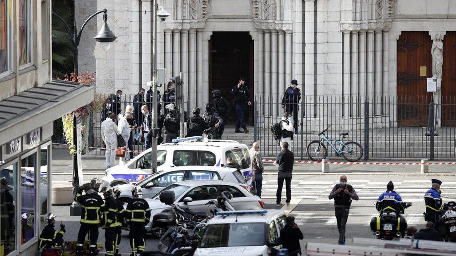 Tri osobe ubijene u napadu nožem, više ranjeno, napadač migrant iz Tunisa 2