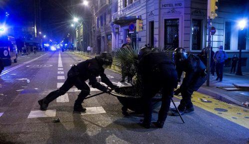 Sukob policije i demonstranata u Barseloni zbog restriktivnih mera 11