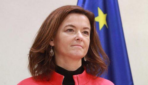Fajon: Janšin predlog za mirni raspad BiH može dovesti do novog rata na Balkanu 15