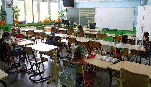 Sindikati traže prekid nastave u školama 14