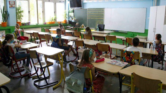Sindikati traže prekid nastave u školama 1