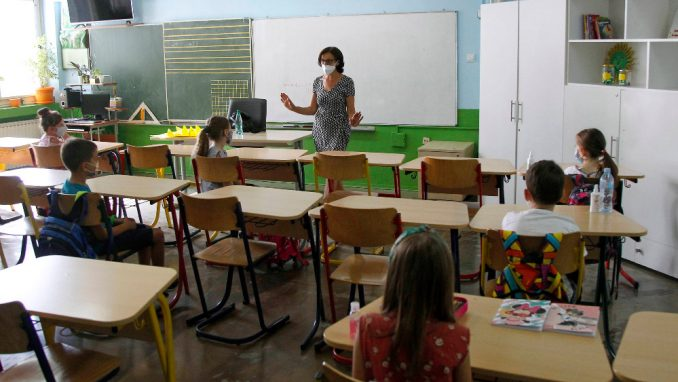 USPRS: I mlađi razredi osnovnih škola da pređu na onlajn nastavu 7