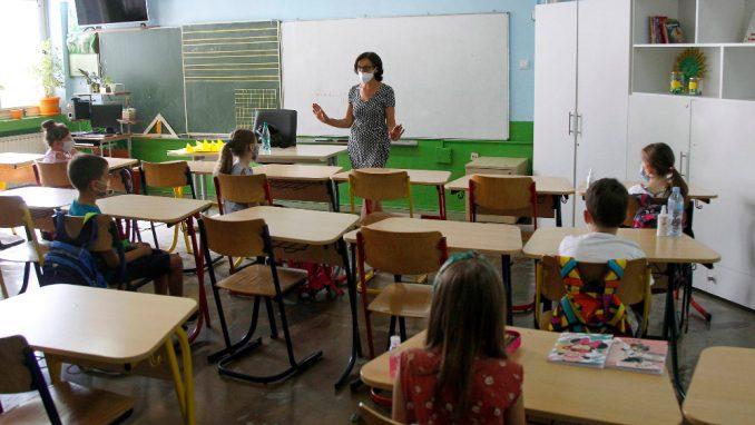 Direktori beogradskih škola u policiji jer su đaci nosili maske 1