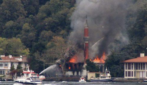 Požar u istanbulskoj drvenoj džamiji iz 17. veka 7