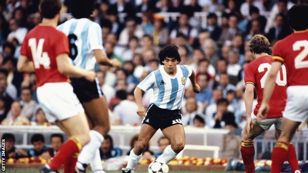 Dijego Maradona i fudbal: Jedna Božija ruka i dve magične noge 4