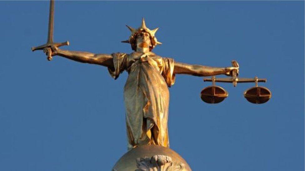 Justicija statua