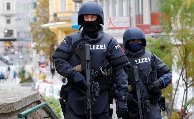 Napadi u Beču: Austrija bila upozorena da je osumnjičeni pokušao da kupi municiju 3