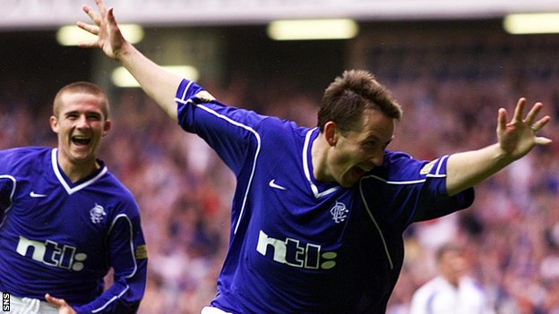 Billy Dodds in action for Rangers