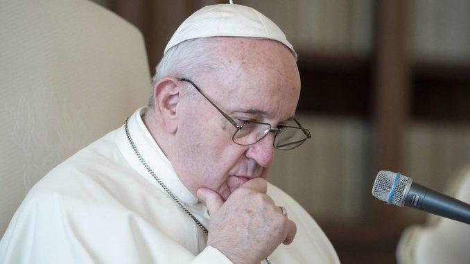 Papa Franja: Istraga u Vatikanu zbog lajka fotografije brazilske manekenke sa papinog Instagram naloga 3