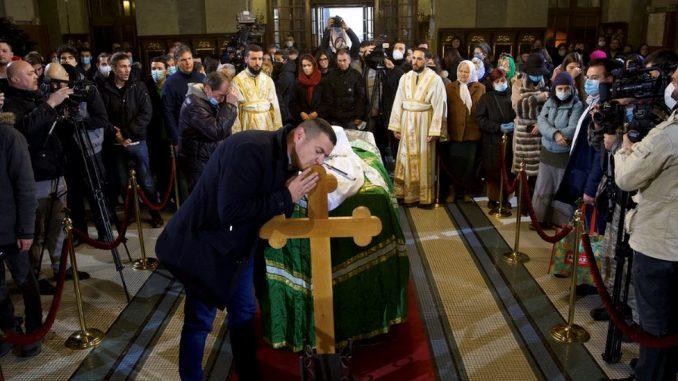 Korona virus, Srbija i SPC: Kovčeg sa telom patrijarha Irineja prenet u Hram Svetog Save 4