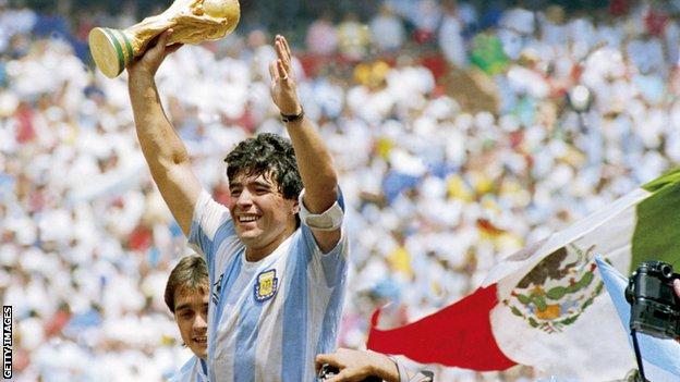 Fudbal i Dijego Maradona: Legendarni fudbaler preminuo u 60. godini 4