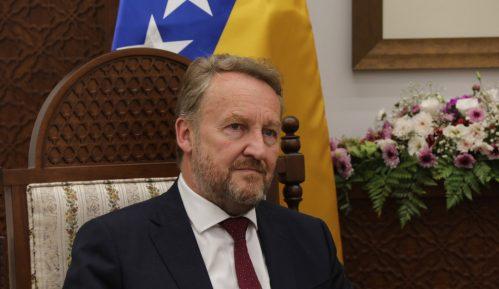Izetbegović: Ako Vučić želi dobre odnose s Bošnjacima neka Srbija plati dug BiH 1