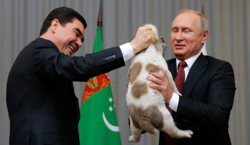 Predsednik Turkmenistana podigao zlatni spomenik psu 1