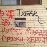 Prekrečeni grafiti mržnje u Novom Sadu na ulazu u zgradu gde živi novinar Gruhonjić 13