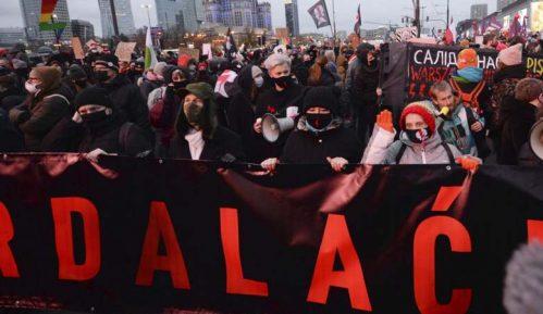 Policija zaustavila demonstracije u Varšavi, upotrebljena i sila 2
