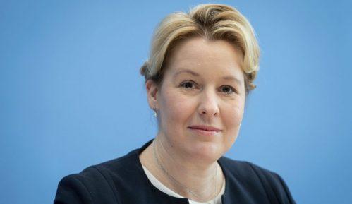 Nemačka ministarka prestaje da koristi doktorsku titulu zbog ispitivanja navoda o plagijatu 1